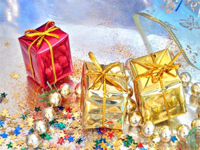 happy-christmas-wrapped-presentation-box