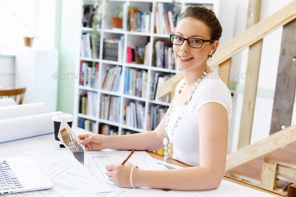 Young woman in casual clothes in an office with drafts