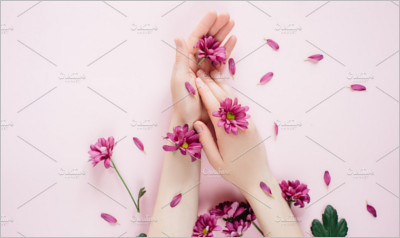 Female hands with purpure flowers